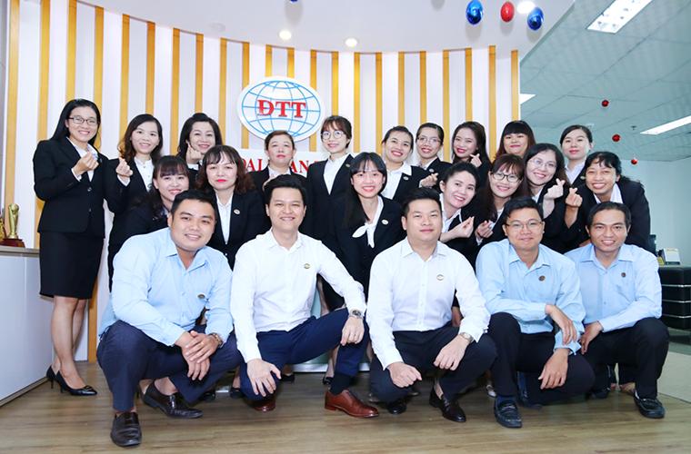 Chụp hình lãnh đạo, nhân viên công ty tại BIên Hòa CIT Group